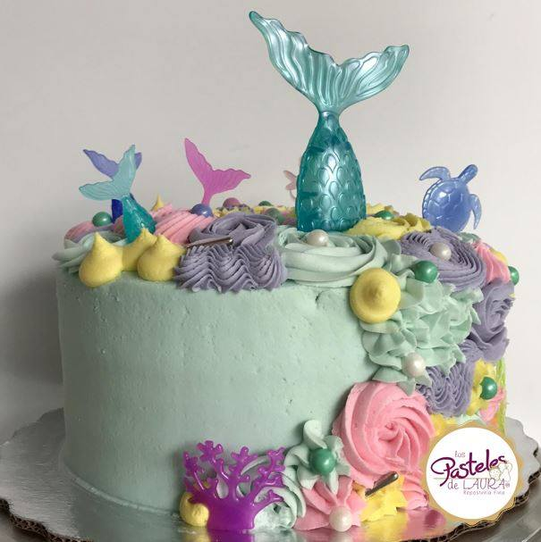 Mermaids and sea creatures Cake